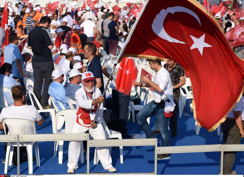 """""""Fitch"""" apkarpė Turkijos skolinimosi reitingo perspektyvą"""