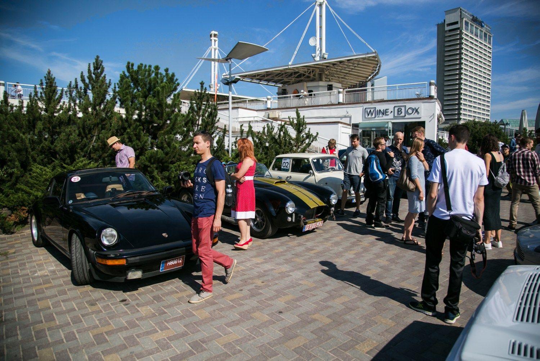 Vilniuje � i�skirtini� automobili� susitikimas
