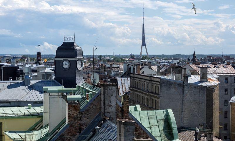 """Vaizdas į Rygos panoramą nuo """"Galleria Riga"""" stogo. Vladimiro Pesnijos (""""Sputnik"""" / """"Scanpix"""") nuotr."""