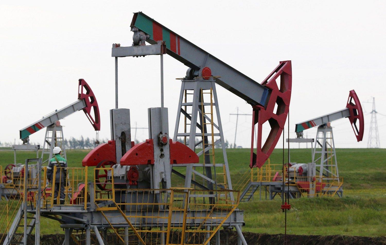 Naftos kompanijoms 50 USD u� barel� ��ieb� �ypsen�, bet euforijos nesuk�l�