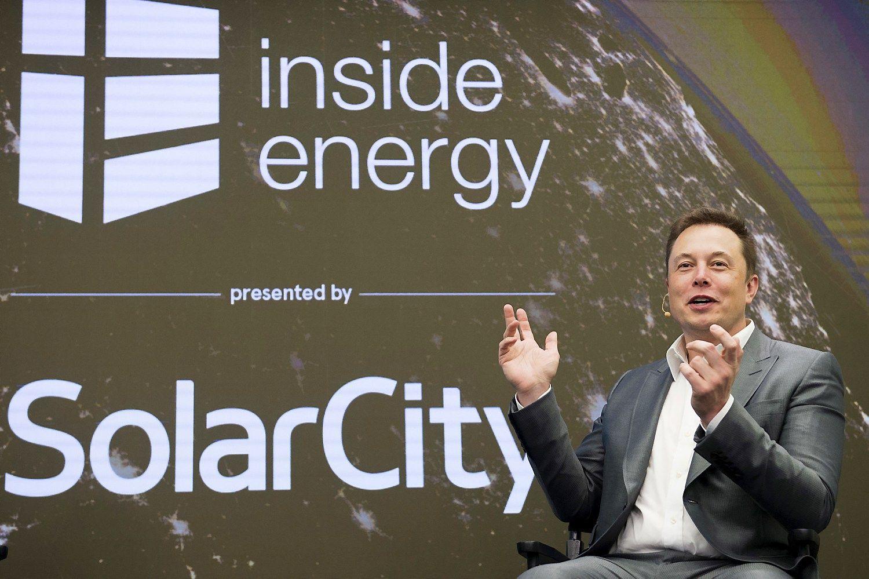 """Tesla""ir ""SolarCity"": ką šįsyk sumanė charizmatiškasis Muskas"