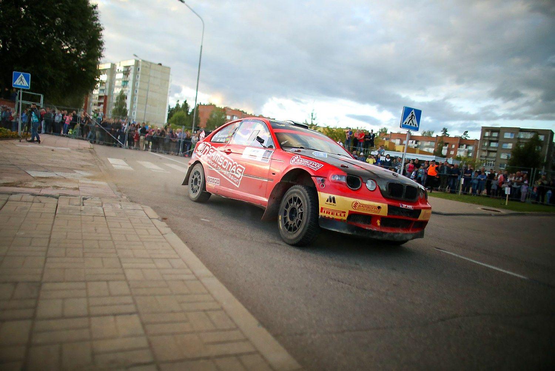 Prie starto linijos �Rally Fast� � trys Samson� �eimos kartos