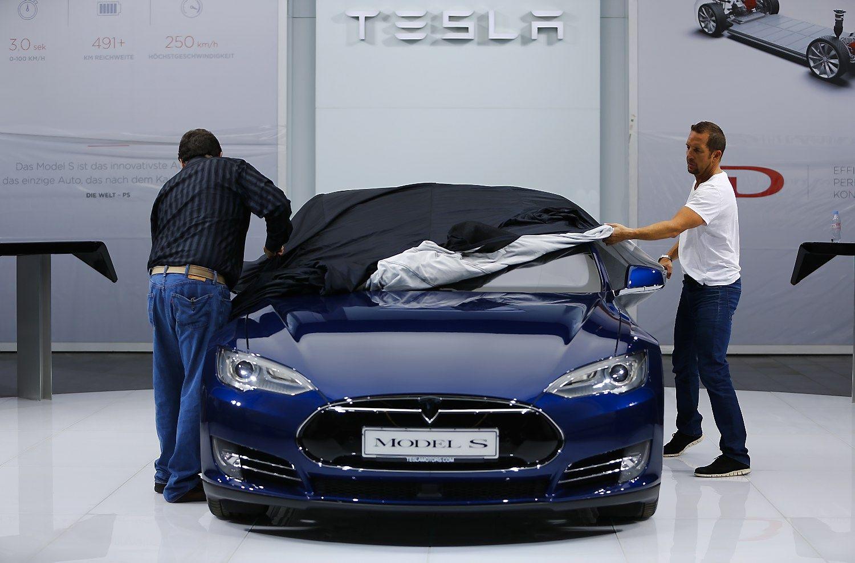 Atnaujintas �Model S� � grei�iausias serijinis automobilis pasaulyje