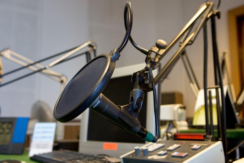 Dvide�imtme�iui � naujas radijo stoties �M-1 Plius� logotipas