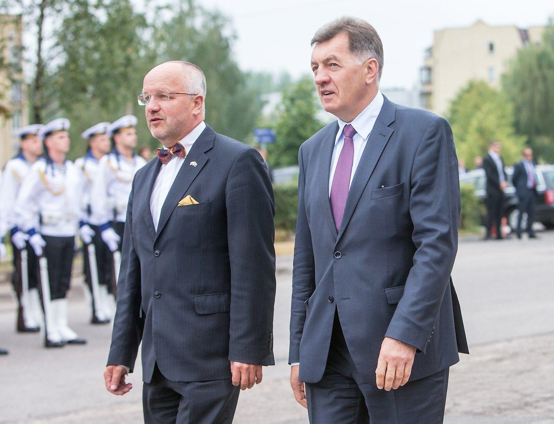 Premjeras link�s pasitik�ti Oleku, �is liep� patikrinti vie�uosius pirkimus