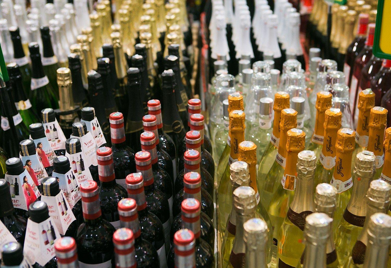Vyriausybė skeptiška dėl piliečių reikalavimų riboti alkoholio prieinamumą