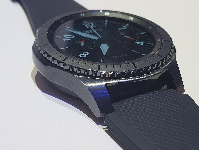 """""""Samsung"""" bando dar kartą išrasti laikrodį"""
