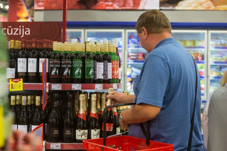 Bando užgesinti alkoholinę prekybininkų iniciatyvą