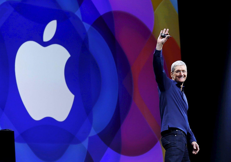 """Timas Cookas apie """"Apple"""" baudą: tai visiškas politinis šlamštas"""