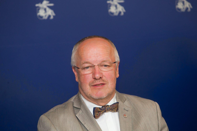 Grybauskaitė ragina Oleką nutraukti skandalingą sutartį