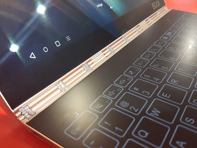 """""""Lenovo"""" spjovė į klaviatūrą ir sukūrė """"Yoga Book"""""""