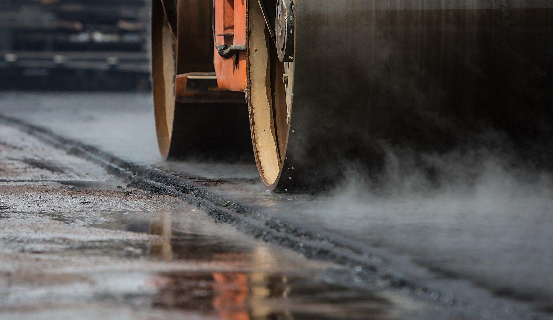 Dėl neskaidrių kelių remonto konkursų sulaikytas Šiaulių savivaldybės darbuotojas