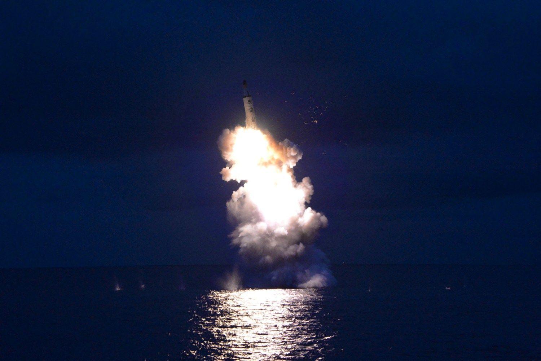 Šiaurės Korėja paleido tris balistines raketas