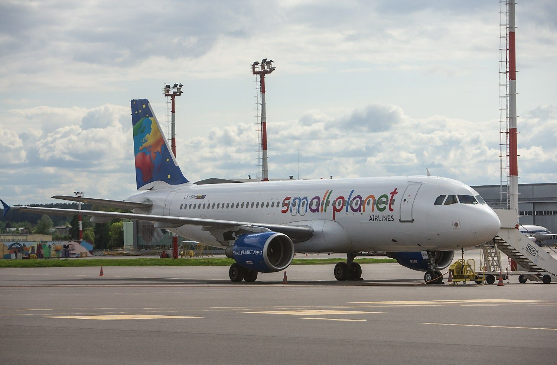"""""""Small Planet Airlines"""" pajamas augino 10%, pelną investavo"""