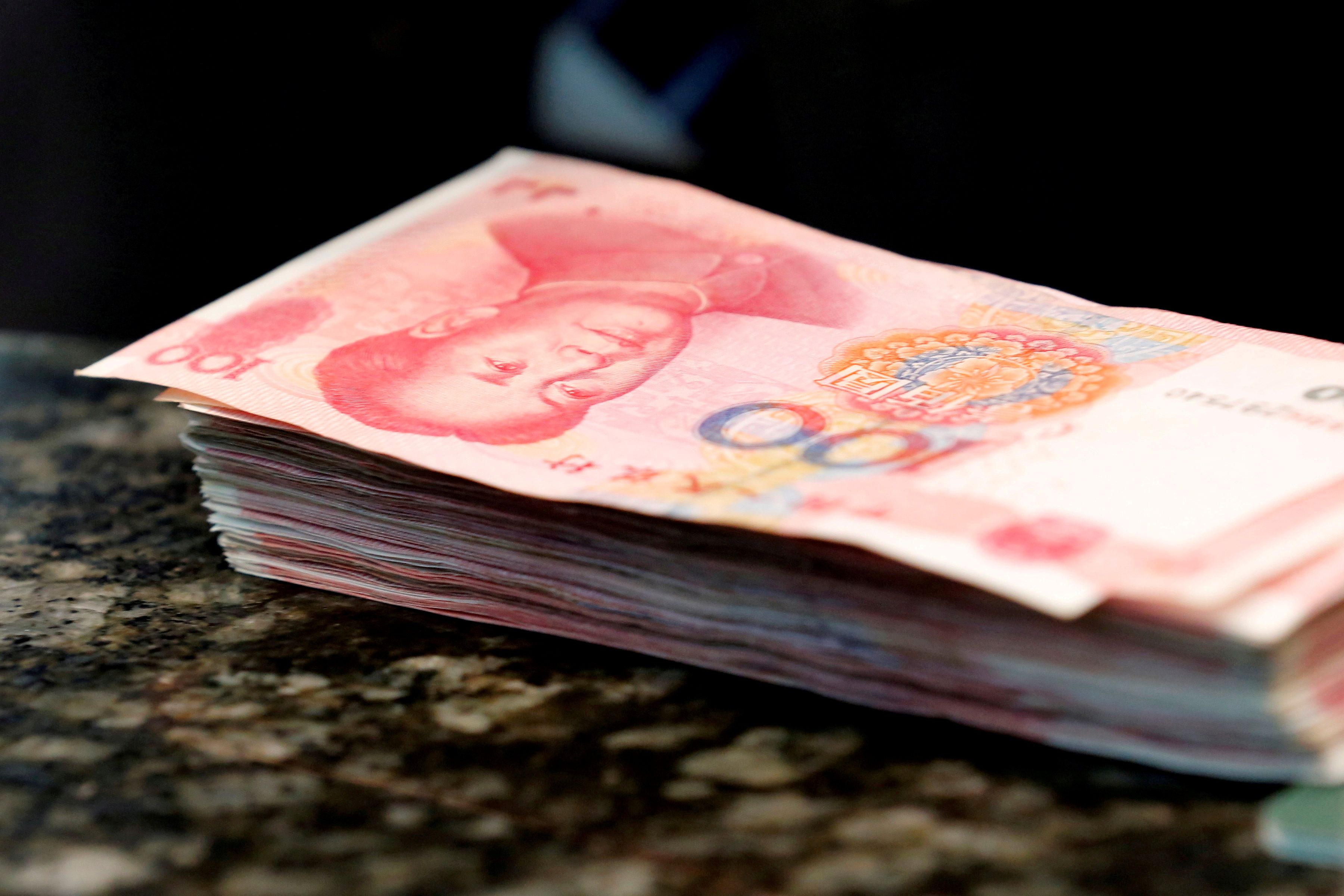 Yuan�s Big-Money Bears Killing Rallies Before They Take Hold