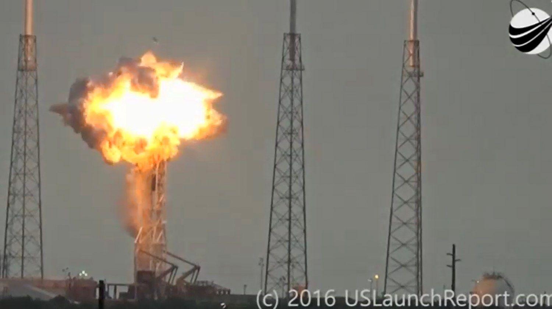"""Sprogusi """"SpaceX"""" raketa skaudžiai smogė Izraelio bendrovei"""