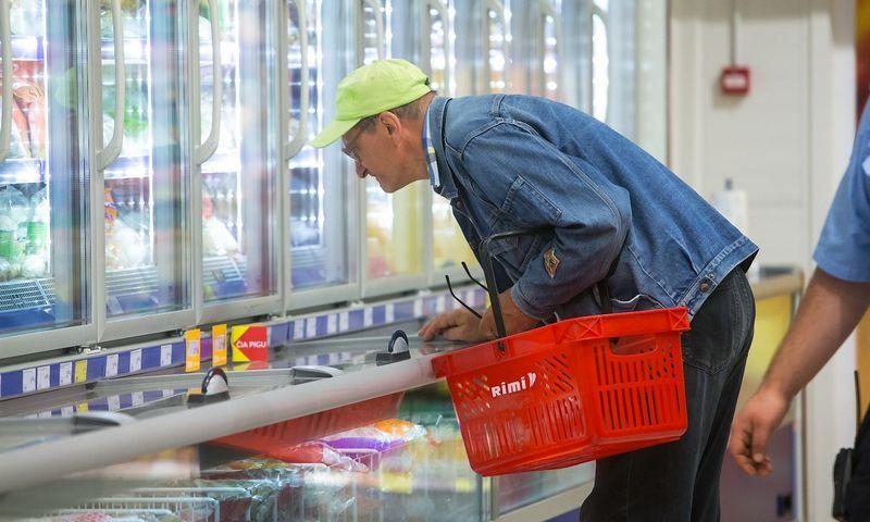 Gali būti, kad suformavus kitokį prekių krepšelį, naudingiausia apsipirkti būtų kitame tinkle. Juditos Grigelytės (VŽ) nuotr.