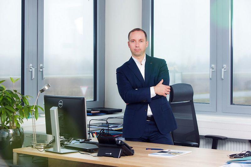 """Tomas Radzevičius, garažo vartų, durų, automatikos bei logistikos įrangos tiekėjos UAB """"Hormann Baltic""""   direktorius"""