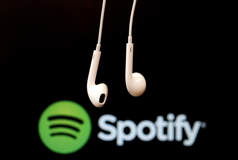 """""""Spotify"""" svarsto apriboti nemokamą muzikos klausymą"""