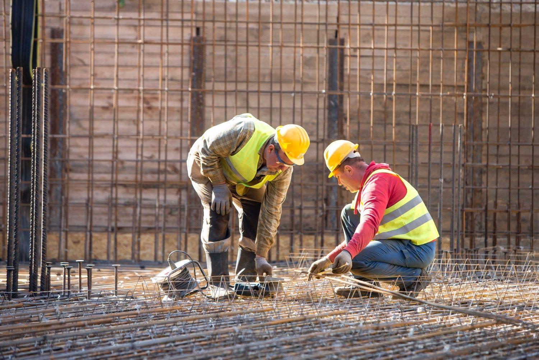 Statybos sektoriaus lyderiai: kokie vidutiniai darbuotojų atlyginimai