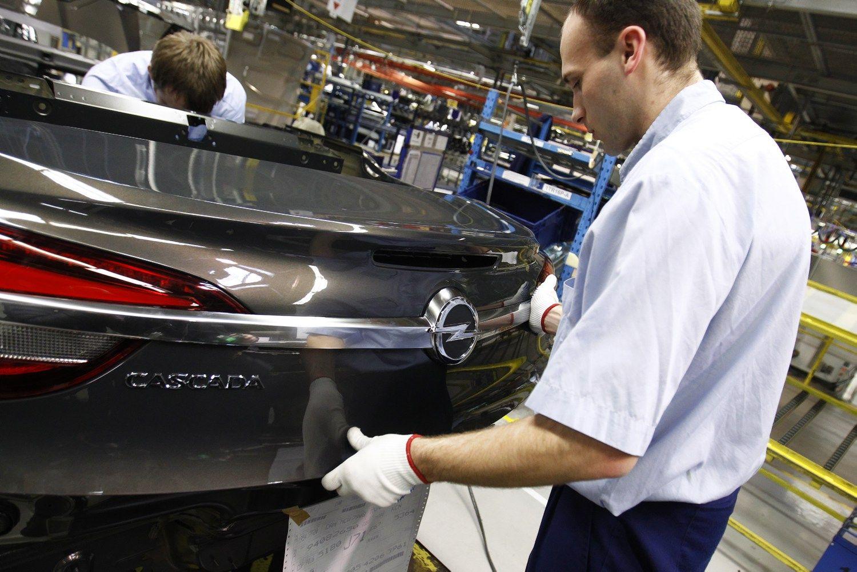 �Opel� panoro visureigi� � planuose bent keturi