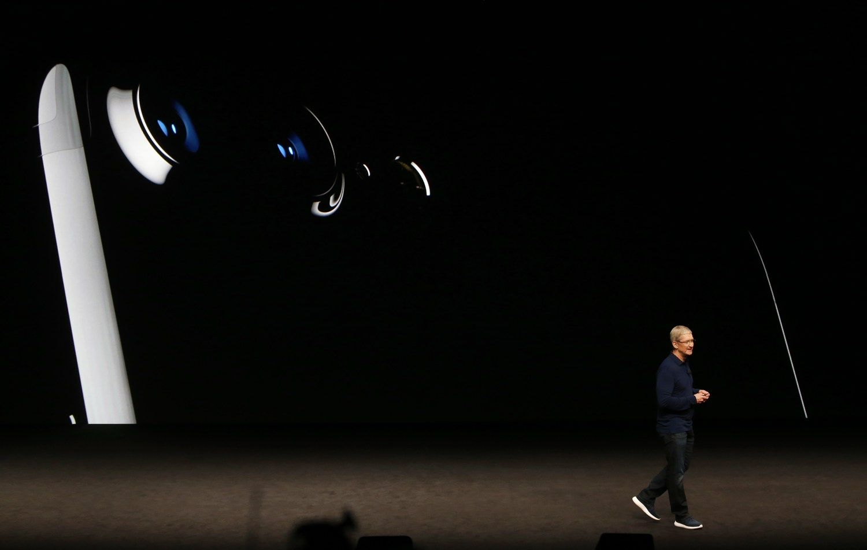 """""""iPhone 7"""" išankstiniai užsakymai – rekordiniai"""