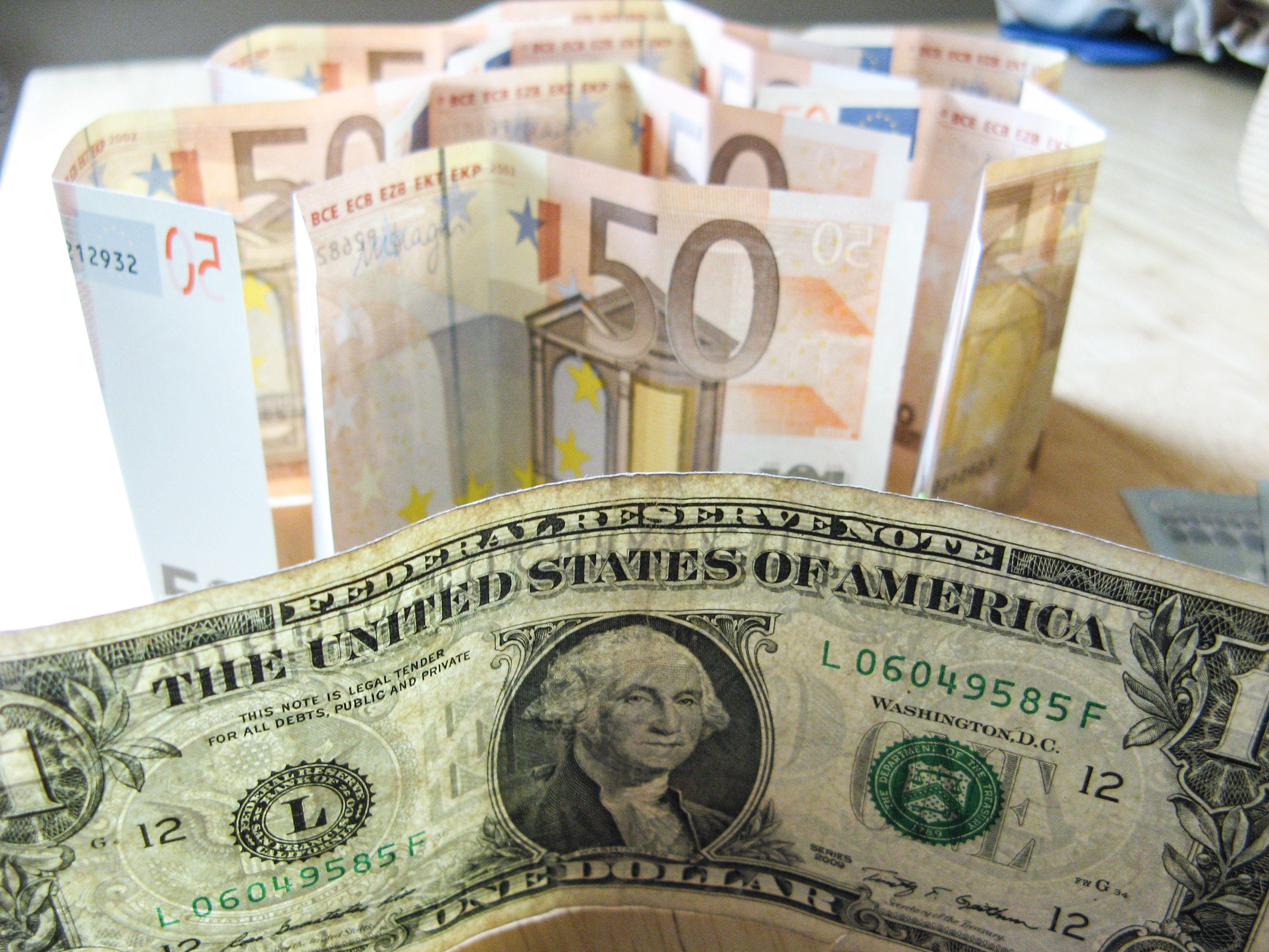 Be FED krypties pasimetė ir euras