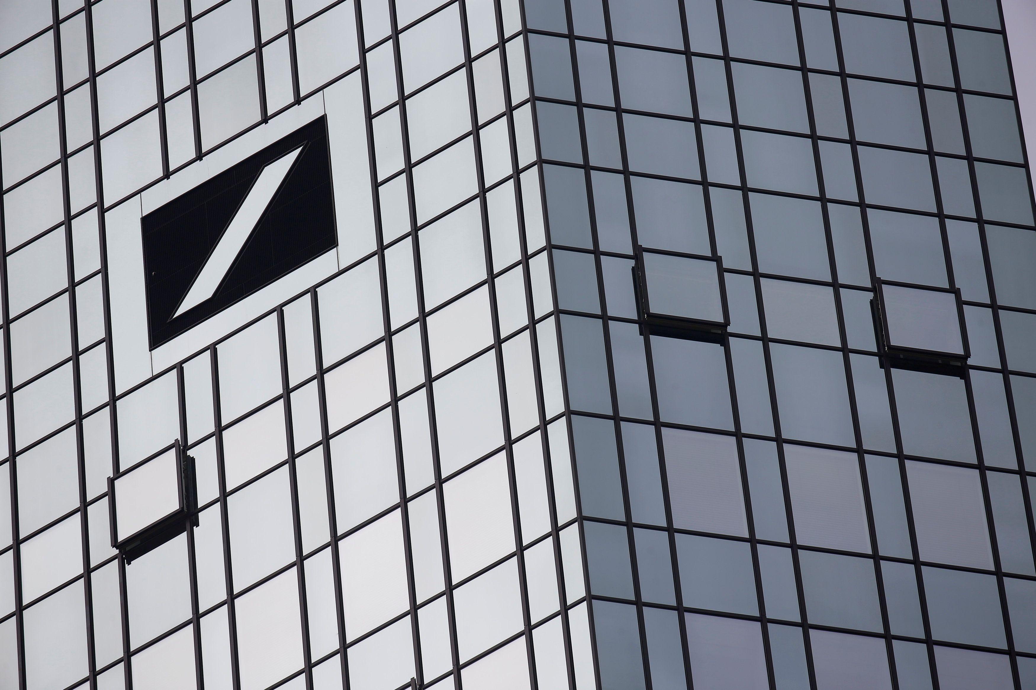 "Europos biržų ūpui atsiliepė ""Deutsche Bank"" bėdos"