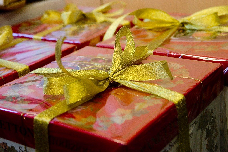 Kaip parduoti kal�dines dovanas rugs�j�
