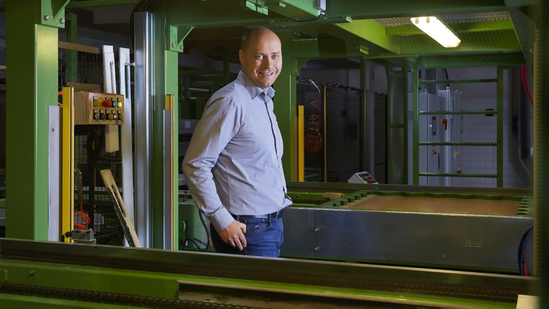 Latvijoje atidaryta guminės dangos gamykla