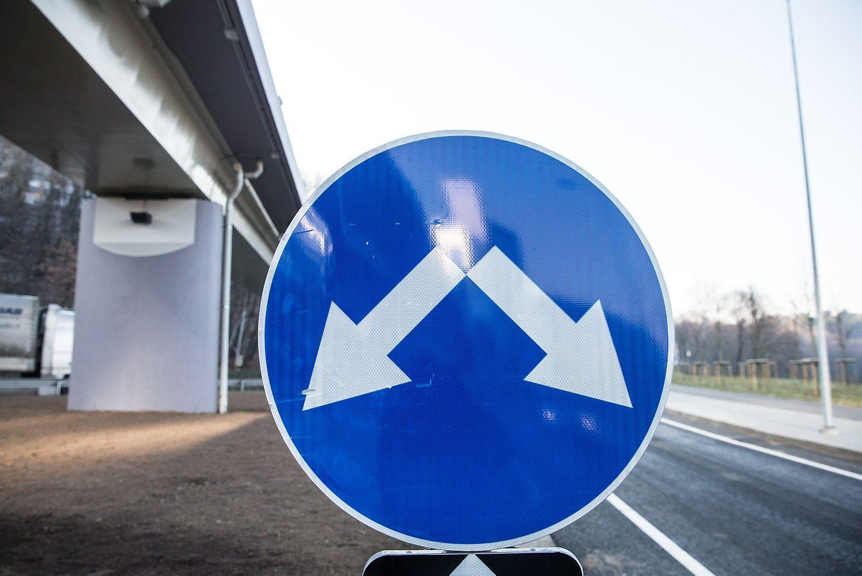 Kviečia sukurti kelio ženklų šalinimo technologiją