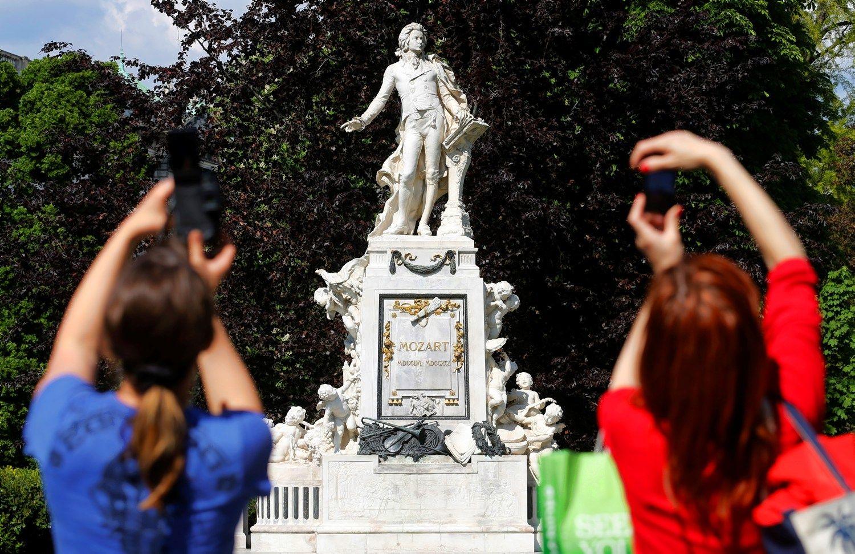 �Iliustruotoji istorija� : Mozartas � Vienos i�si�ok�lis�