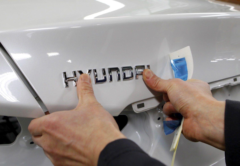 �Hyundai� darbuotojai streikuoja d�l didesni� alg�