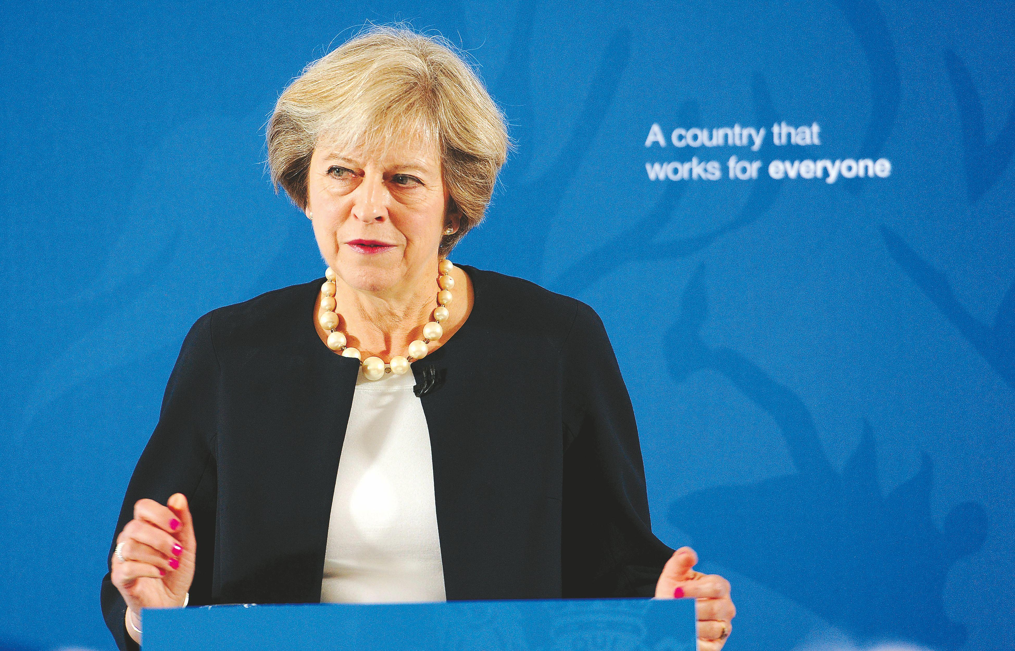 JK ministrai grie�tina ton�, Londono Sitis kr�p�ioja