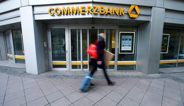 �Commerzbank��ketina atsisakyti�dividend� ir 9.600 darbuotoj�