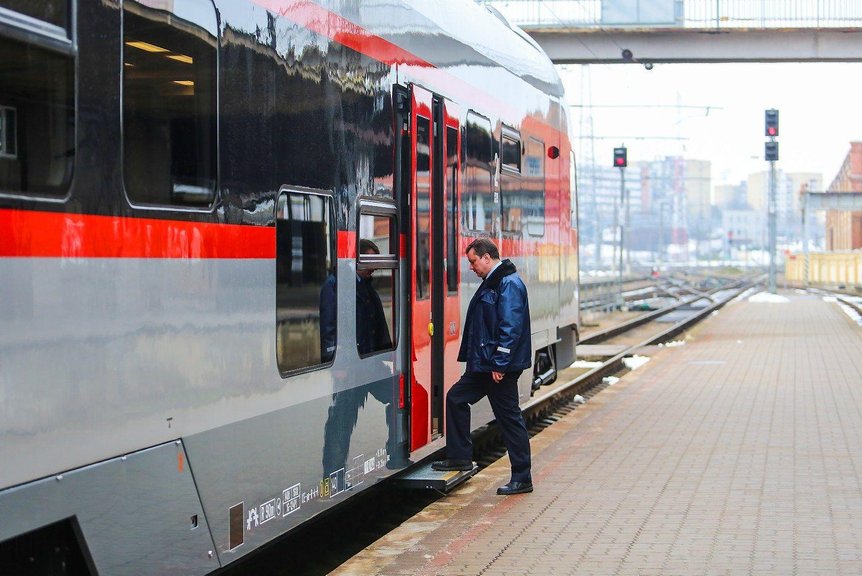 �Lietuvos gele�inkeliai��prie�inasi ministerijai: taiko � �Rail Balticos� pirkimus