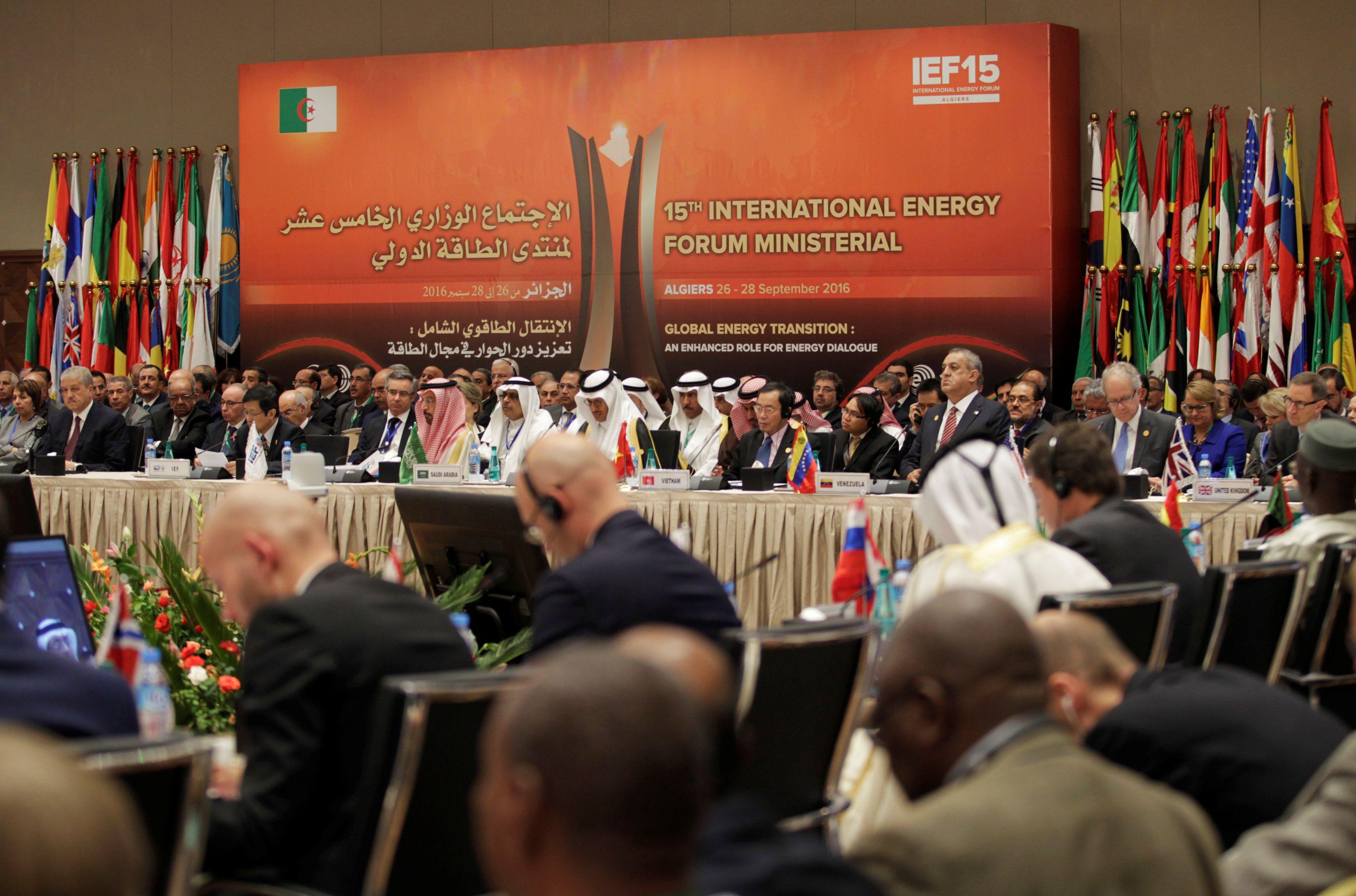 OPEC susitarė – mažins gavybą