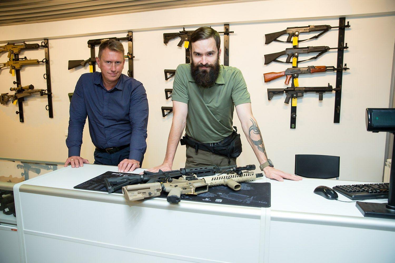 """""""Thunder Armory""""savininkai – apie verslą, Rusijos propagandą ir būtinybę ginkluotis"""