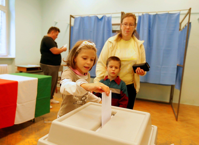 Vengrijos piliečiaibalsuoja dėl ES pabėgėlių kvotų