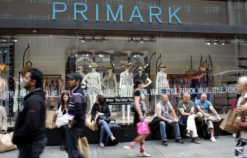 """Jaunesni nei 25-erių metų pirkėjai vis rečiau užsuka į tokias pamėgtas parduotuves kaip """"Primark"""". Michael Crabtree (UPPA/Photoshot nuotr.)"""