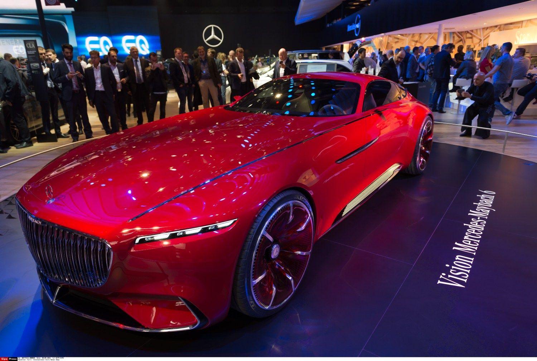 Pary�iaus automobili� parodoje � ir benzingalviai, ir elektromobili� m�g�jai
