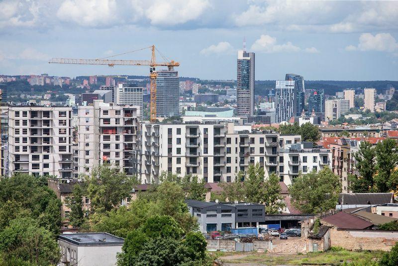 """2016 07 05. Vilniuje statomas """"Oslo namų"""" gyvenamasis kompleksas. Juditos Grigelytės (VŽ) nuotr."""