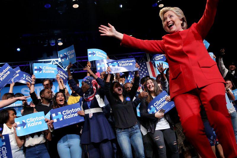"""Daugumos analitikų nuomone, pirmuosiuose debatuose Hillary Clinton pasirodė geriau. """"Reuters"""" nuotr."""
