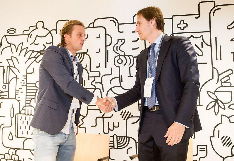 """Nikolajus Storonskis, """"Revolut"""" įkūrėjas (kairėje), ir Marius Jurgilas, Lietuvos banko valdybos narys. Juditos Grigelytės (VŽ) nuotr."""