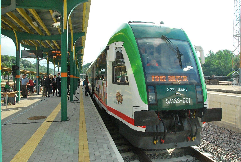 """Traukinių greitis """"Rail Baltica"""" vėže: vizijos prasilenkia su realybe"""