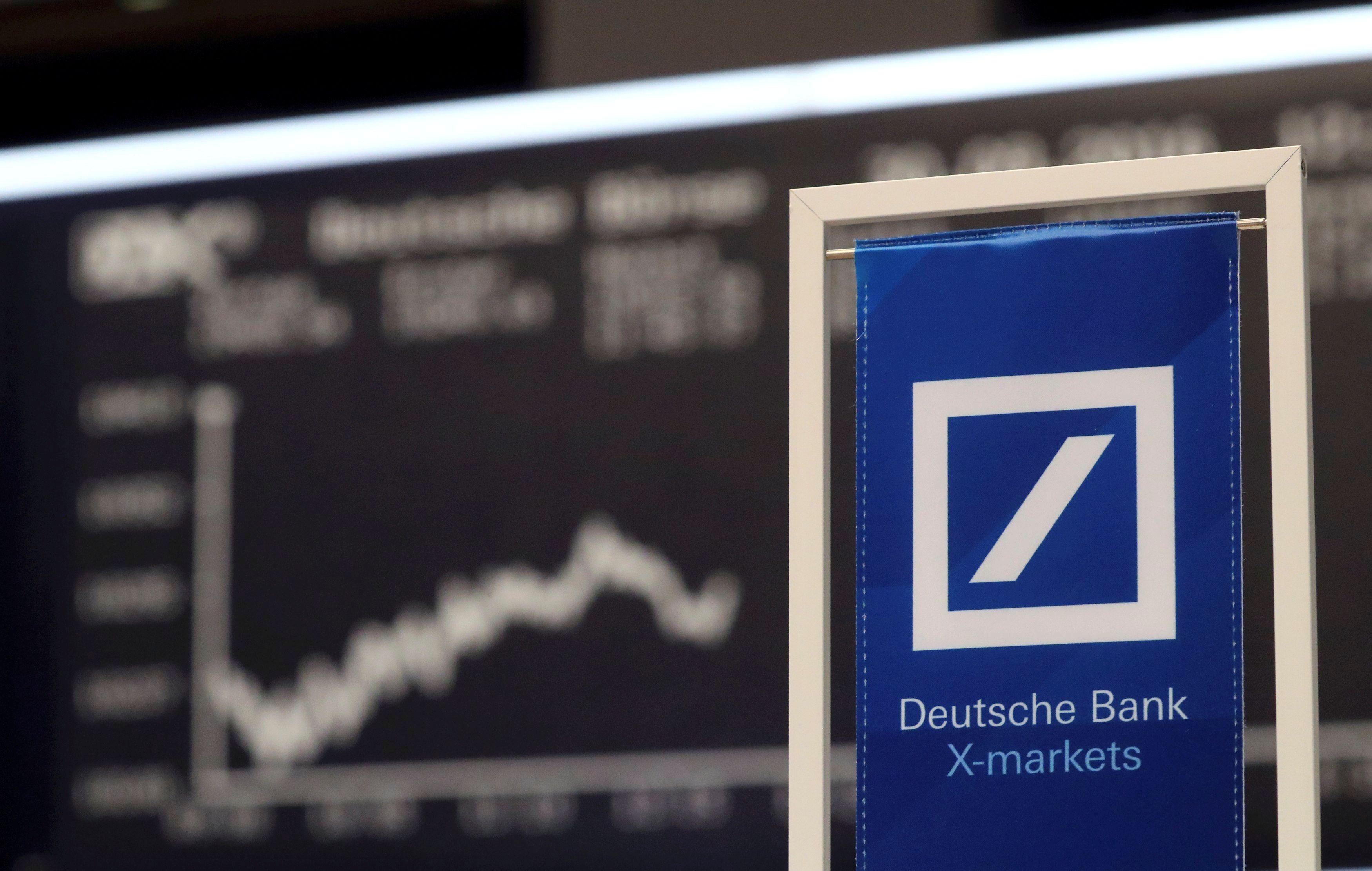 """""""Deutsche Bank"""" kol kas nesusitarė su amerikiečiais: akcijos pinga"""
