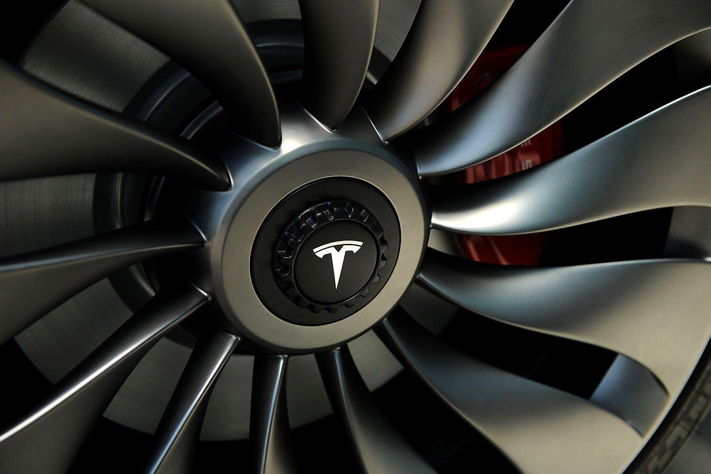 �Tesla� �ada netik�t� produkt� � laukiama nedidelio visureigio