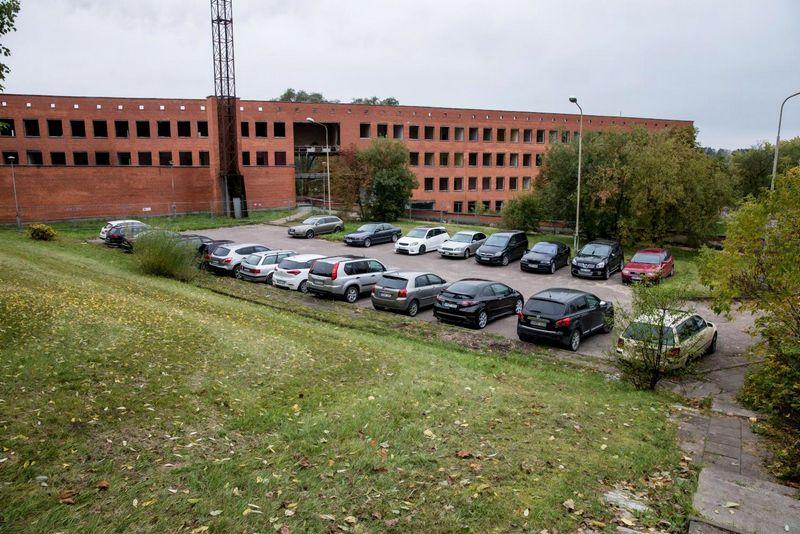 Pirmadienį Kultūros paveldo departamentas spręs, kokią dalį pastato investuotojas, statydamas biurų kompleksą, turėtų išsaugoti. Juditos Grigelytės (VŽ) nuotr.