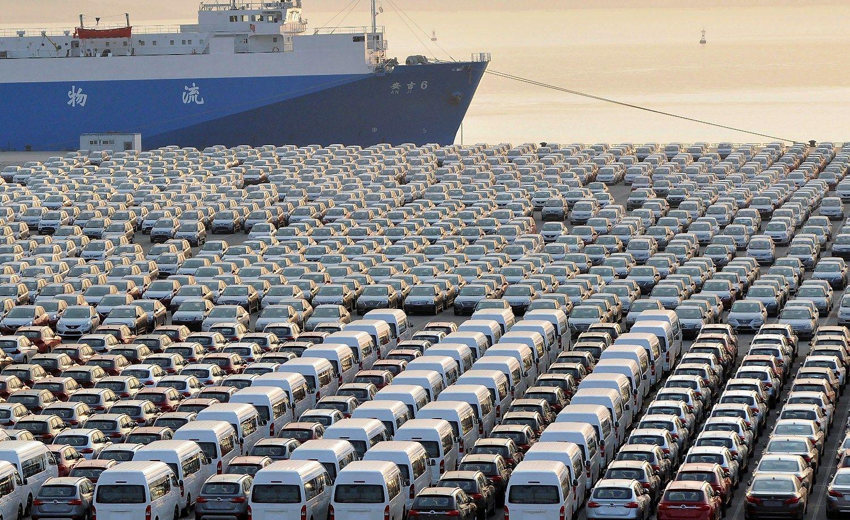 Kinijos eksportas traukėsi labiausiai per 7 mėnesius