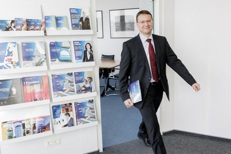 """Domantas Dabulis, audito kompanijos """"KPMG Baltics"""" partneris: """"Turėti asocijuotą advokatų kontorą kiekvienoje valstybėje yra įprasta KPMG pasaulinė praktika"""". Vladimiro Ivanovo (VŽ) nuotr."""